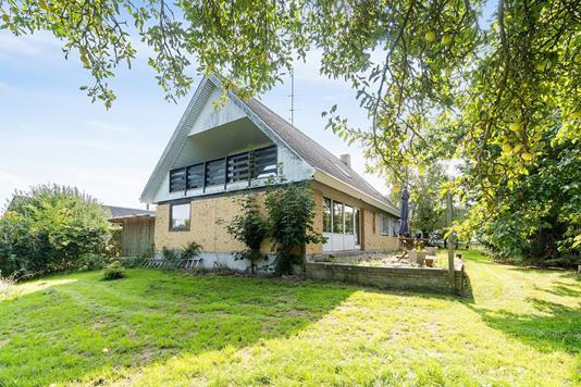 Villa på Valløby Bygade i Køge - Set fra haven