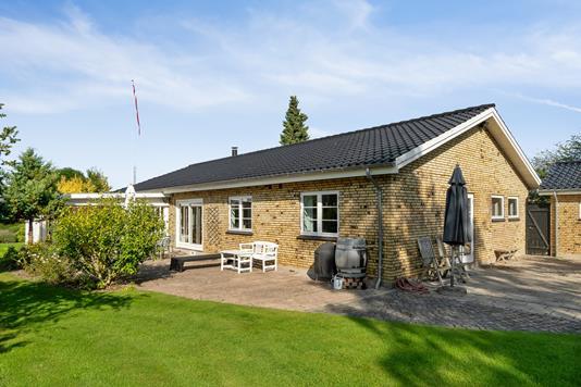 Villa på Nyvej i Bjæverskov - Set fra haven