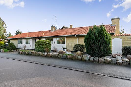 Villa på Strandparksvej i Køge - Set fra vejen