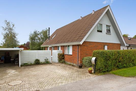 Villa på Høvlingebanken i Herfølge - Set fra vejen