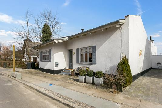 Villa på Stormøllevej i Køge - Set fra vejen
