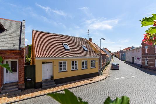 Villa på Stettestræde i Rønne - Set fra vejen