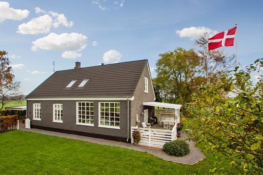 Villa på Aabyvej i Rønne - Set fra vejen