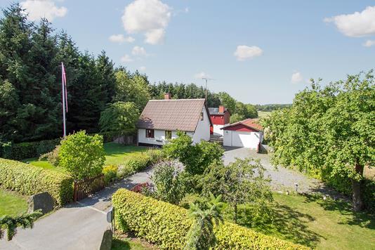 Villa på Fårebyvejen i Aakirkeby - Set fra vejen