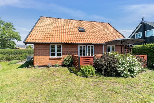 Villa på Pilehøj i Rønne - Set fra haven