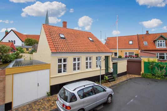 Villa på Violstræde i Rønne - Ejendommen