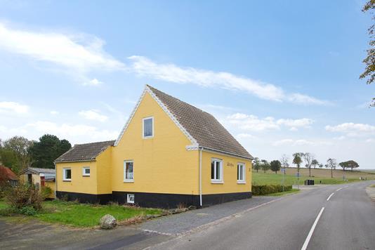 Villa på Vang i Hasle - Set fra vejen