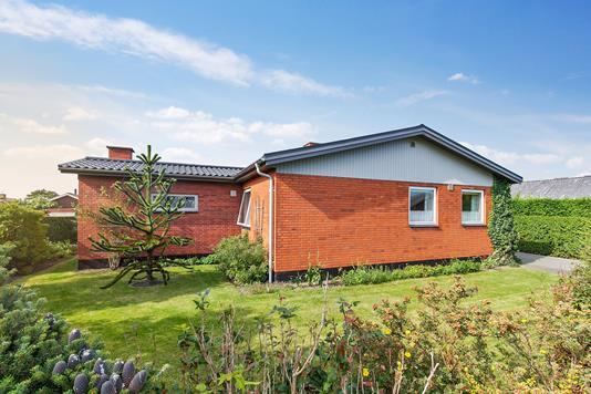 Villa på Ægirsvej i Rønne - Set fra haven