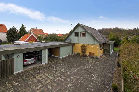 Villa på Syrenvej i Rønne - Ejendommen