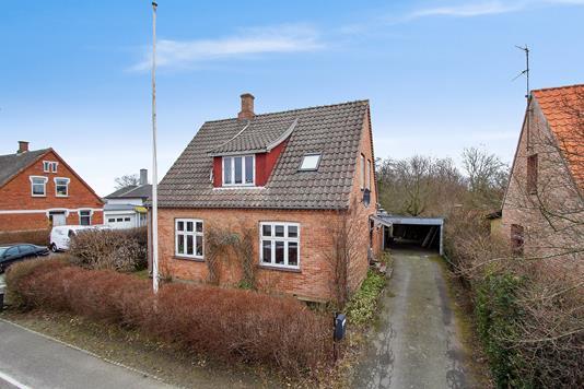 Villa på Nyker Hovedgade i Rønne - Ejendommen