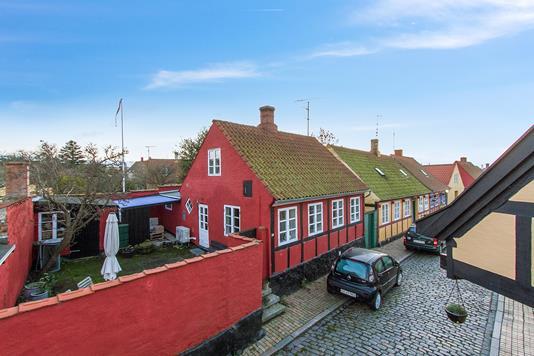 Villa på Hedningestræde i Rønne - Set fra vejen