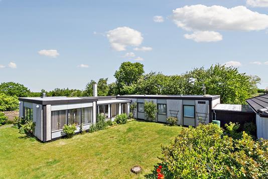 Villa på Hedebovej i Rønne - Set fra haven