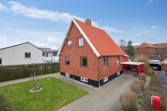 Villa på Byledsgade i Rønne - Set fra vejen