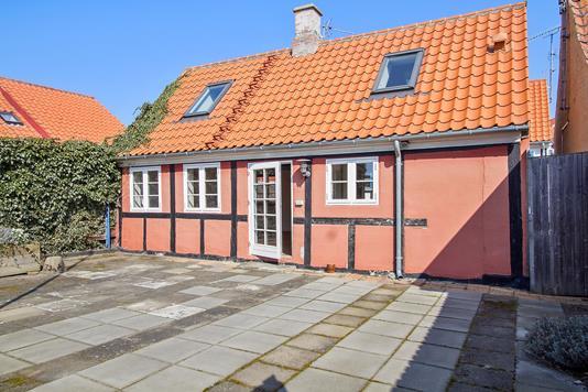 Villa på Bakkestræde i Rønne - Set fra haven