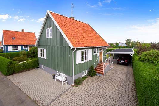 Villa på Skanørvej i Rønne - Set fra vejen