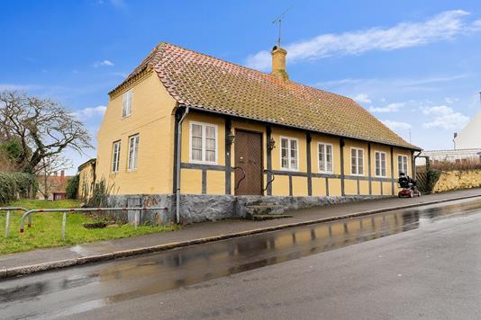 Villa på Storegade i Allinge - Set fra vejen