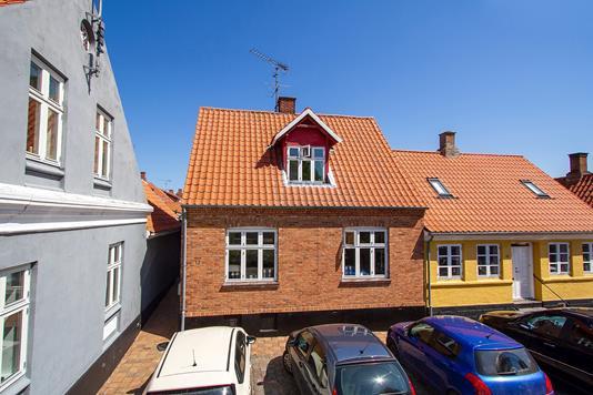 Villa på Slagtergade i Rønne - Ejendommen
