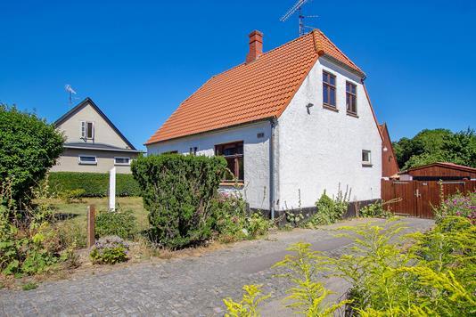 Villa på Harbovej i Rønne - Set fra vejen