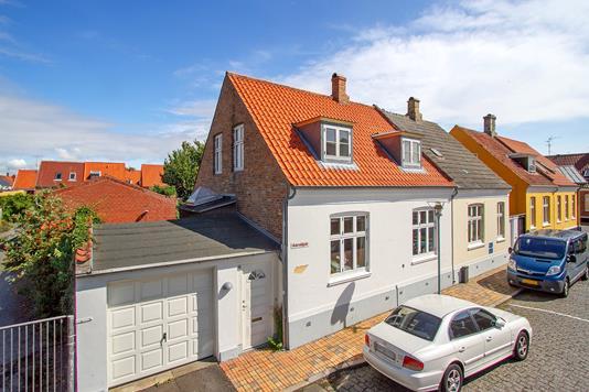 Villa på Østervoldgade i Rønne - Set fra vejen