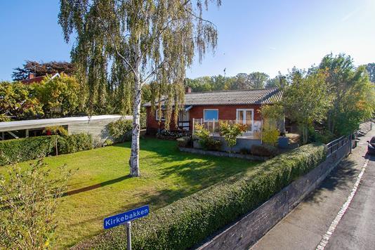 Villa på Kirkebakken i Allinge - Set fra vejen