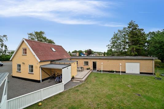 Villa på Paradisvej i Rønne - Set fra haven
