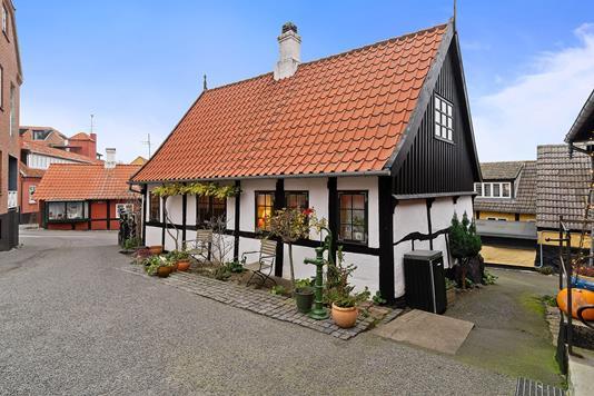 Villa på Bryggerstræde i Gudhjem - Set fra vejen