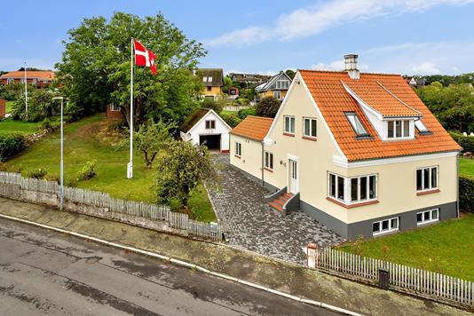 Villa på Strædet i Allinge - Set fra vejen