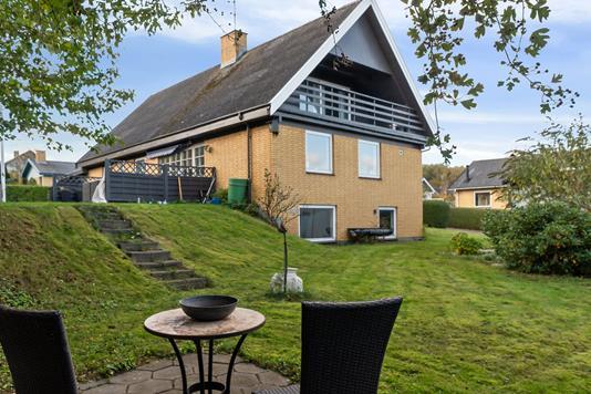 Villa på Smedeløkken i Allinge - Set fra haven