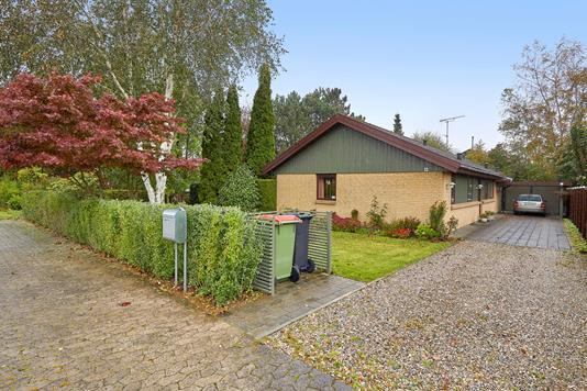 Villa på Kirkebådsvej i Helsinge - Ejendommen