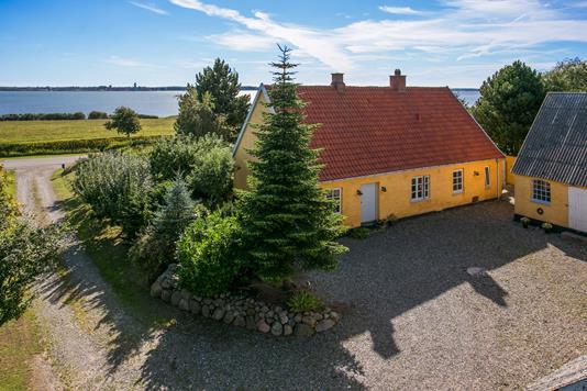 Villa på Grønsundvej i Bogø By - Ejendommen