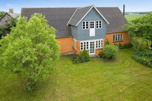 Villa på Røstofte Skovvej i Mern - Ejendommen