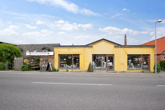 Villa på Lendemark Hovedgade i Stege - Set fra vejen
