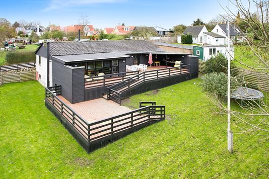 Villa på Solbakkevej i Bogø By - Set fra haven