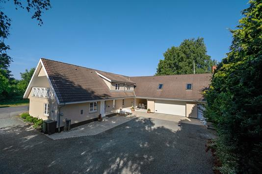 Villa på Birkemosevej i Lundby - Set fra vejen
