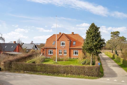Villa på Bergsvej i Bogø By - Set fra vejen