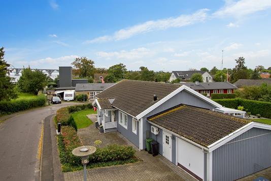 Villa på Vandværksvej i Kalvehave - Set fra vejen