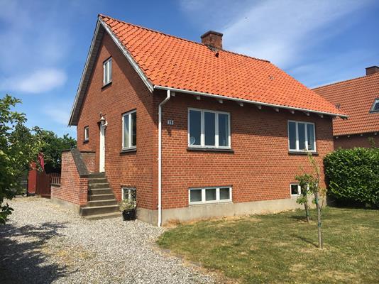 Villa på Østervej i Kalvehave - Set fra vejen