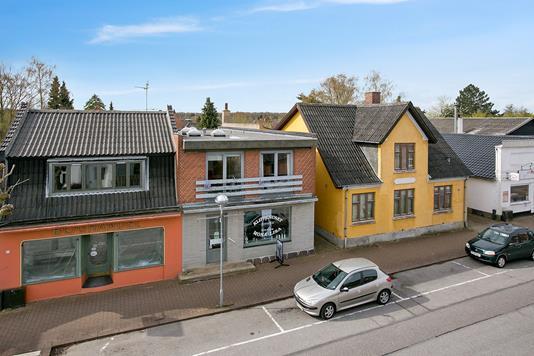 Villa på Nr Alslev Langgade i Nørre Alslev - Set fra vejen