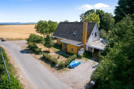 Villa på Sandvigvej i Mern - Set fra vejen