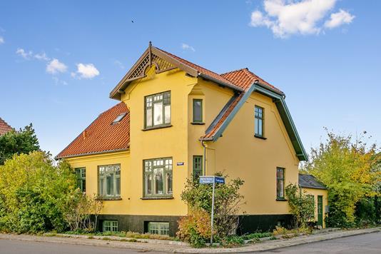 Villa på Tværgade i Nørre Alslev - Set fra vejen