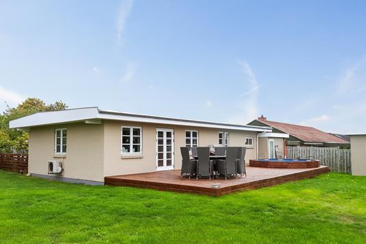 Villa på Mårvænget i Tappernøje - Set fra haven