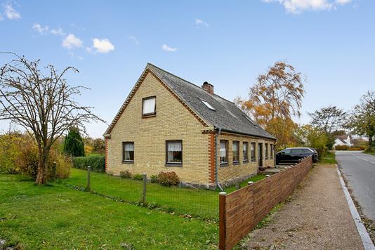 Villa på Viemose Gade i Kalvehave - Set fra vejen
