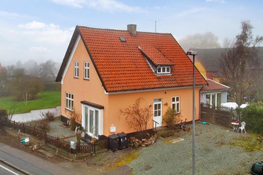 Villa på Vordingborgvej i Stensved - Set fra vejen