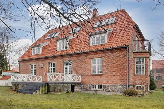 Villa på Olaf Poulsens Vej i Charlottenlund - Ejendommen