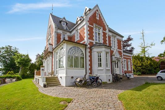 Villa på Nordre Strandvej i Hellebæk - Ejendommen