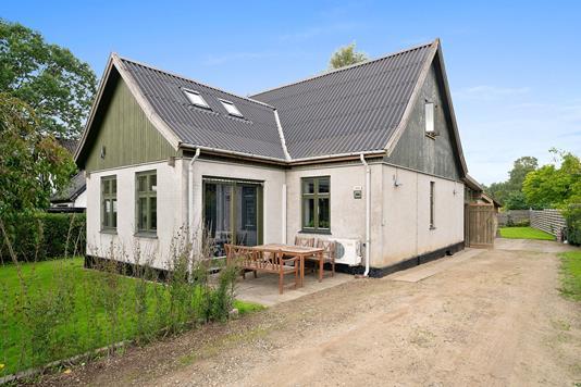 Villa på Gurrevej i Kvistgård - Set fra vejen