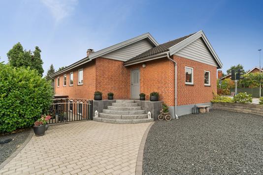 Villa på Egebjergvej i Ballerup - Set fra vejen