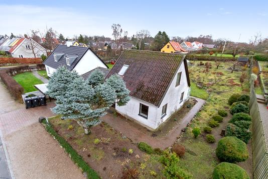 Villa på Måløvhøjvej i Ballerup - Set fra vejen