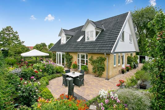 Villa på Rendebæksvej i Smørum - Ejendommen
