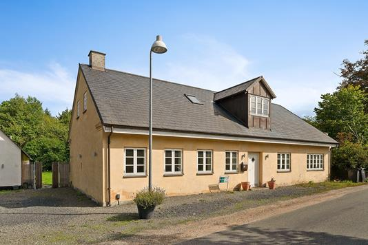 Villa på Overdrevsvej i Smørum - Set fra vejen